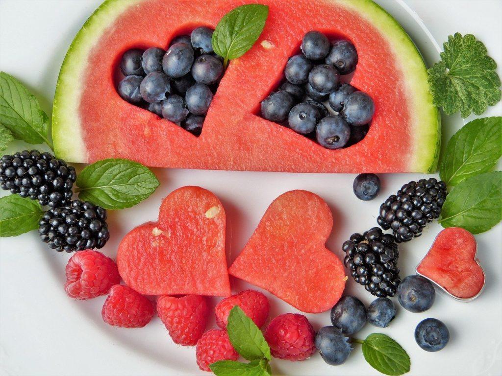 Sezonowe owoce i warzywa latem